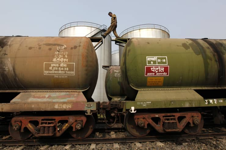 RT: india oil tankers man crossing rail cars Kolkata