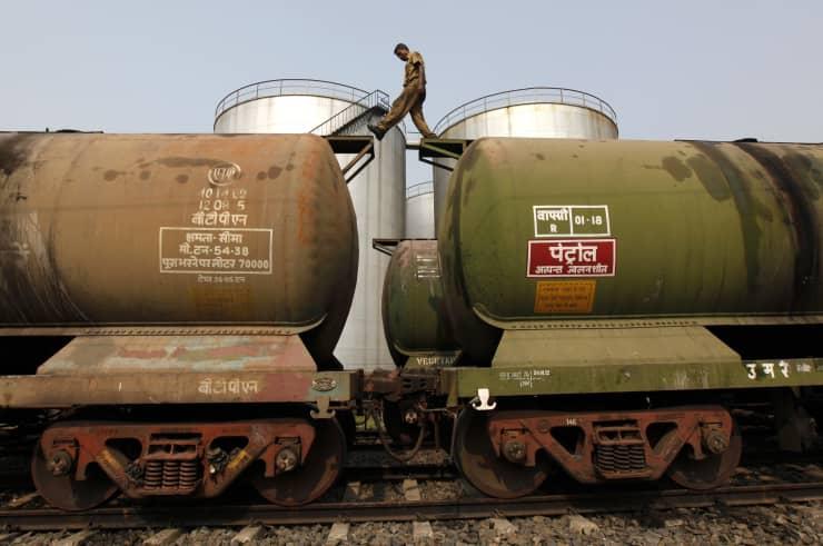 RT: india oil tankers man crossing rail cars Kolkata