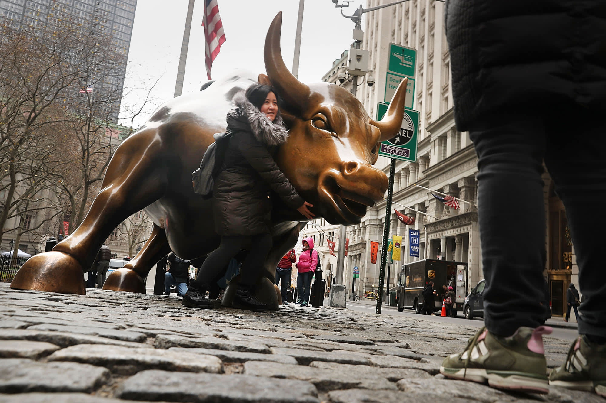 GS: Bull statue and visitor Wall Street 161208