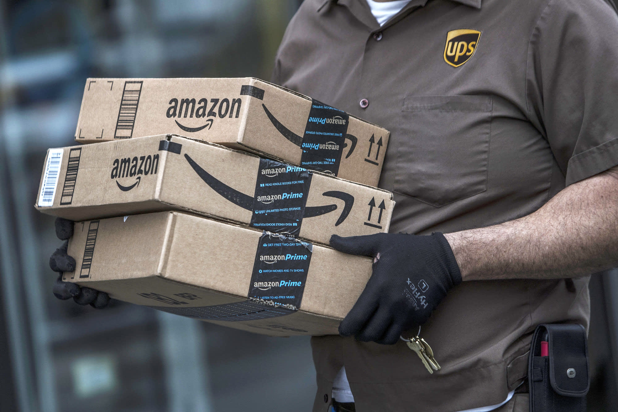 10 more states will now collect sales taxes from Amazon