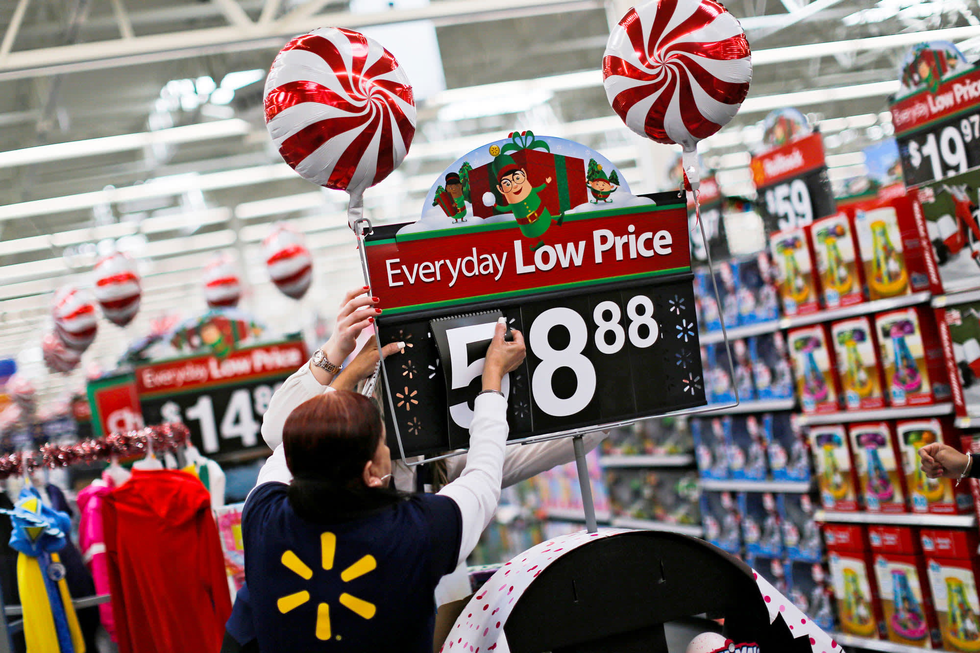 Walmart looks to hire 20,000 workers to help pack and ship holiday orders this year