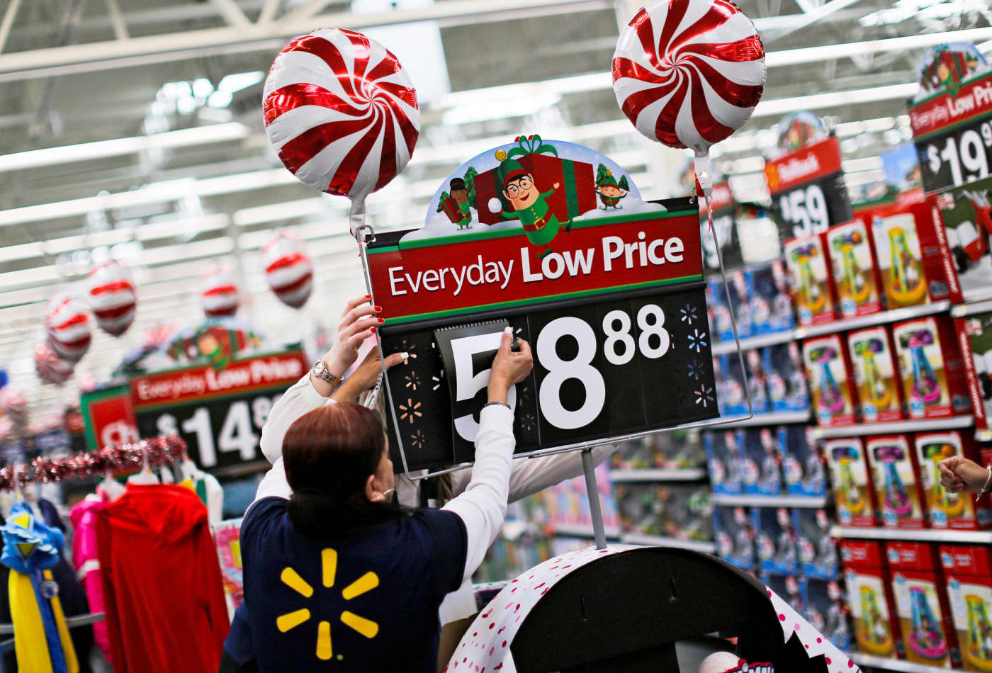 Walmart earnings and outlook fall short as holiday season disappoints