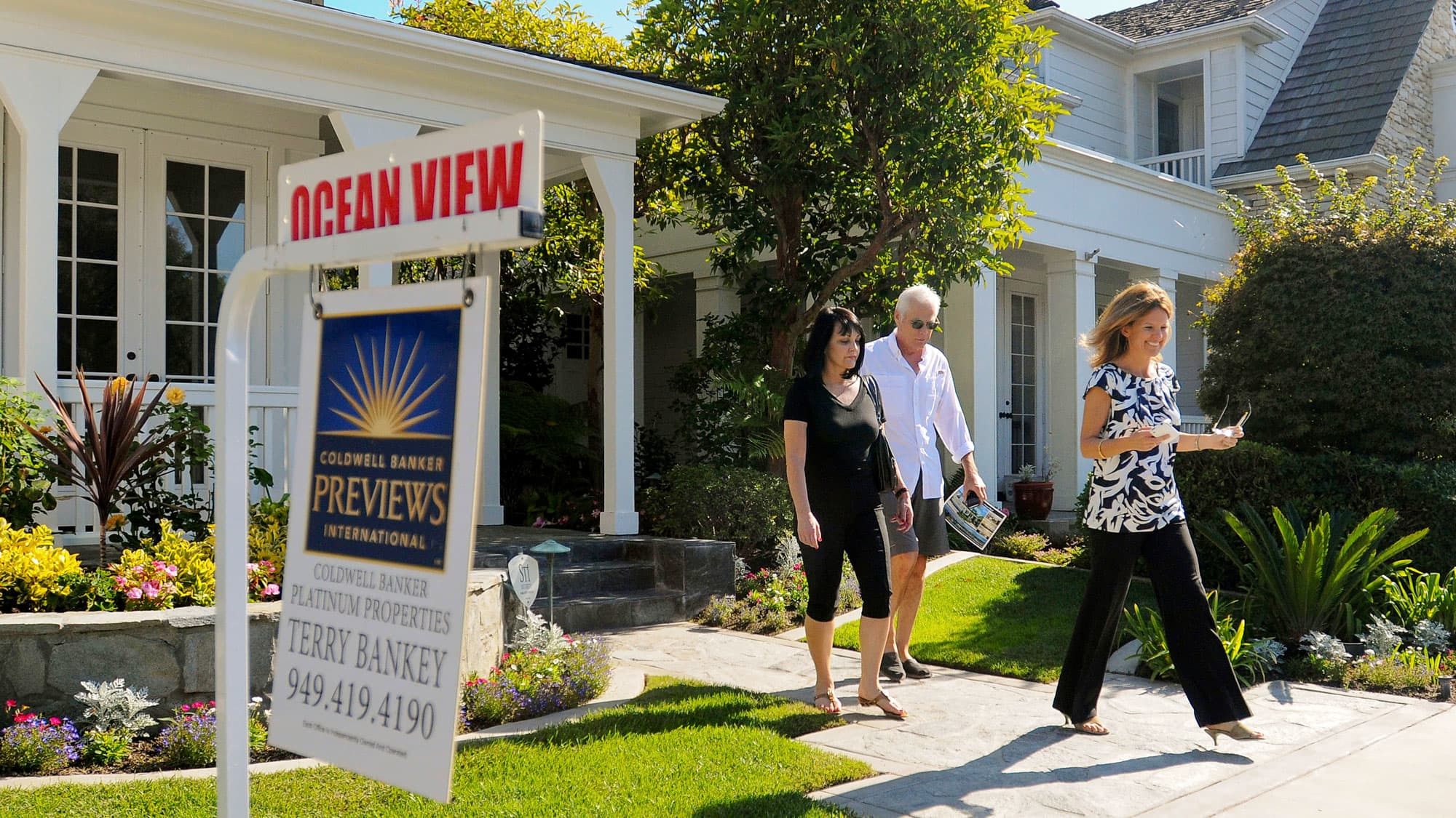 Pending home sales rebound in August as the slump in the West appears to be over 1