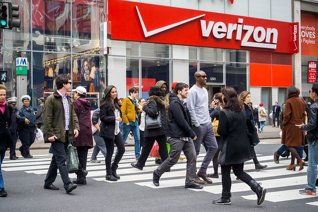 If you had invested in Verizon 10 years ago, here's how much you'd have now
