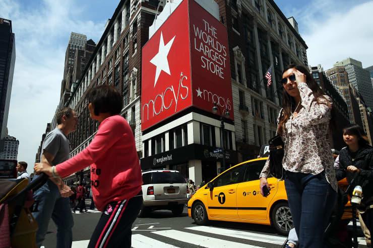 GS: Macy's store Herald Square pedestrian traffic