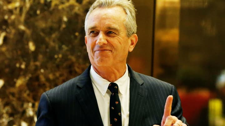Trump Meets With Vaccine Skeptic >> Donald Trump Gives Vaccine Skeptic Robert Kennedy Jr Chair Of