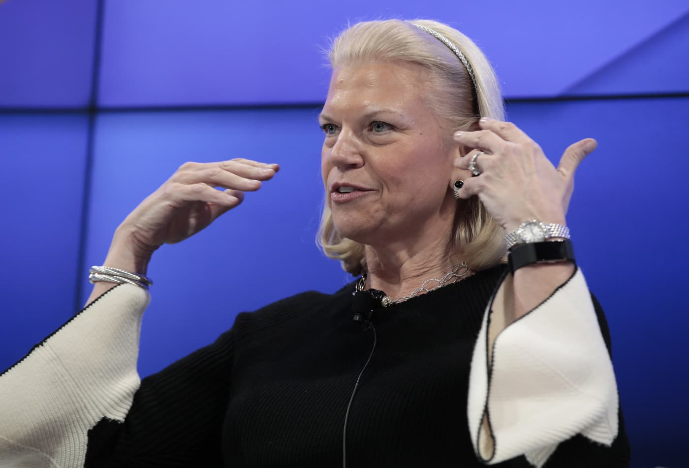 IBM and Salesforce shake hands on artificial intelligence