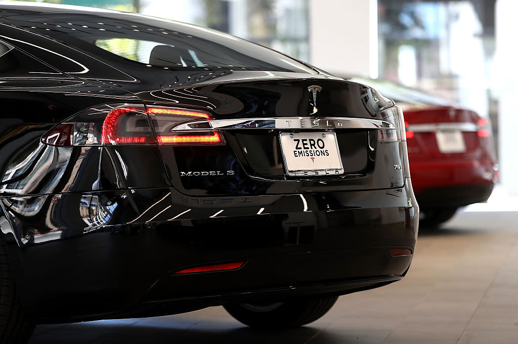 US traffic safety agency launches probe of fatal Tesla Model S crash