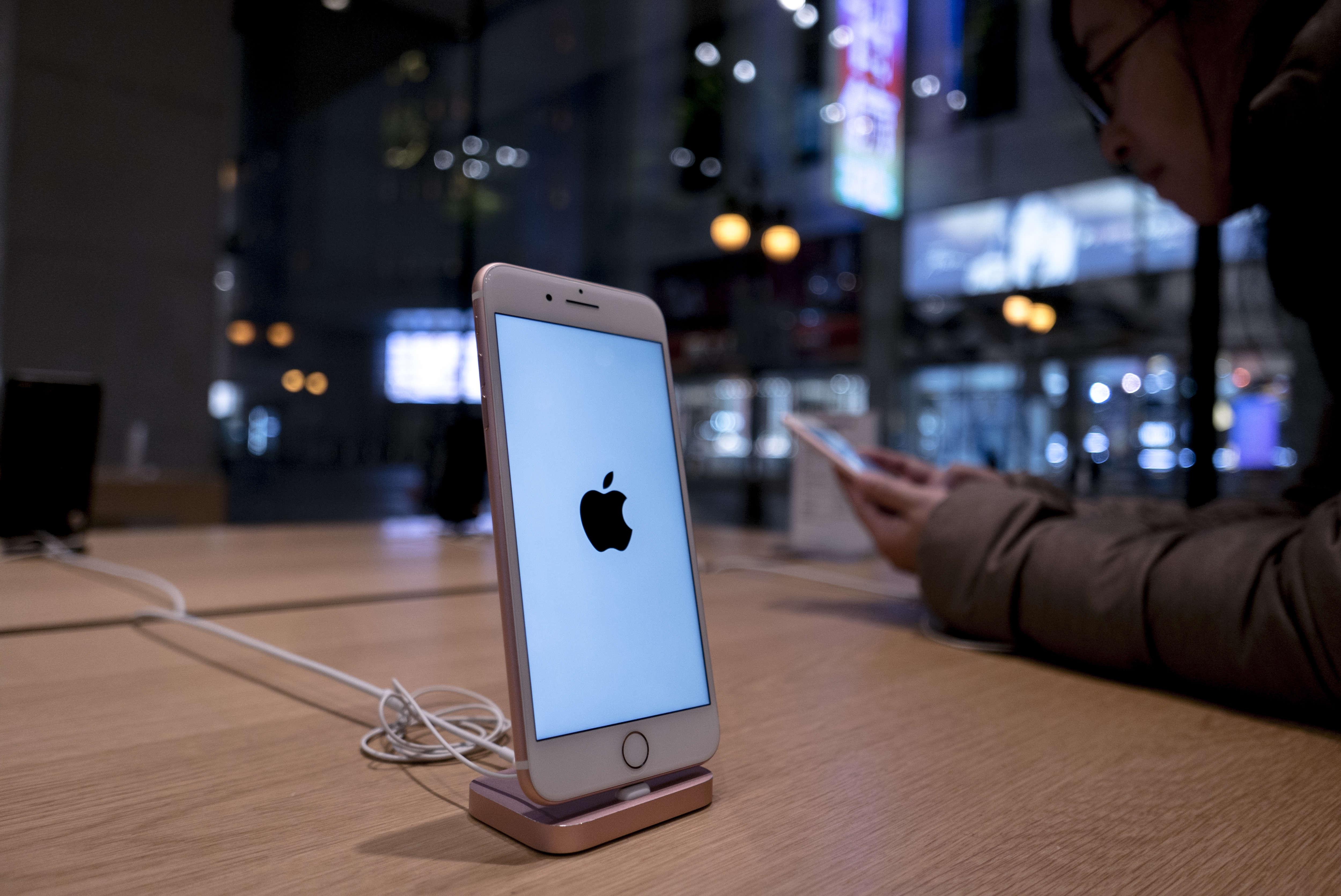 David Tepper on Apple: Warren Buffett 'made a better trade