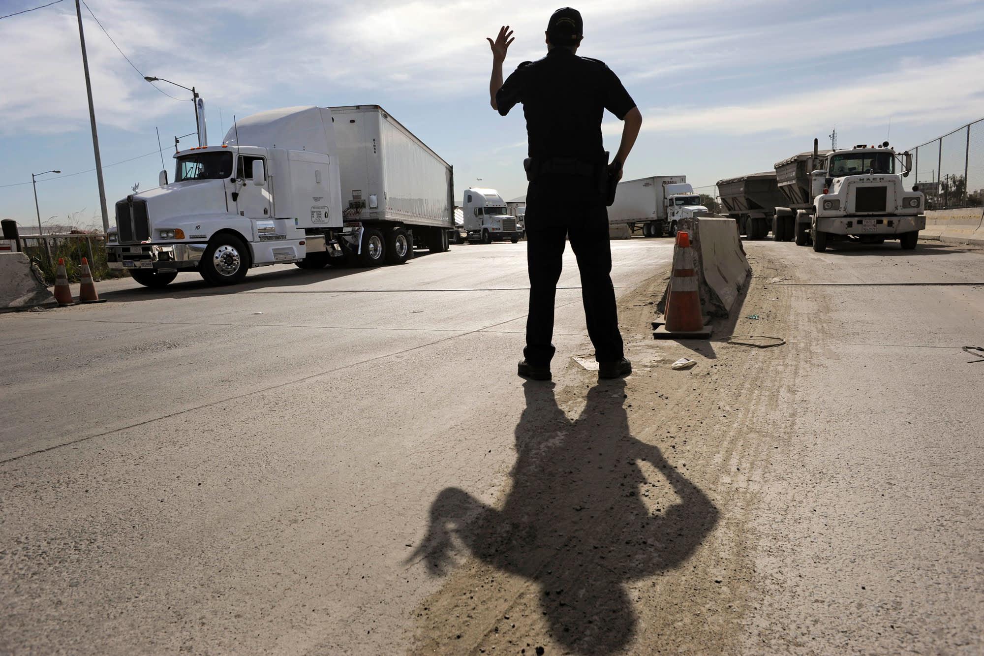 US-Mexico negotiators fail to reach a deal on tariffs, immigration; Trump says talks will continue thumbnail