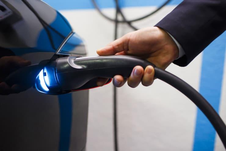 Premium: Tesla Model S charging 170113