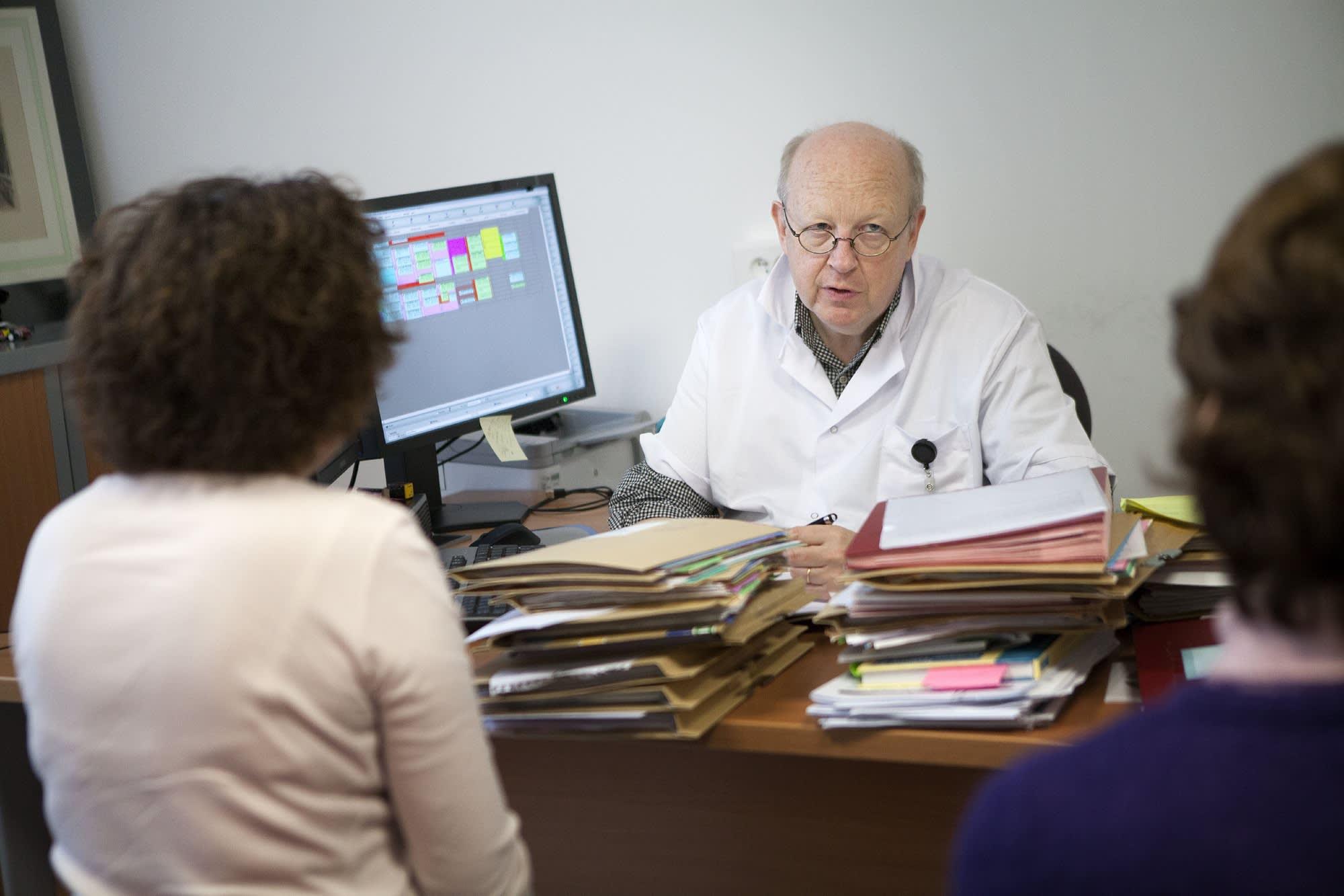 104310036 doctor paperwork jpg?v=1529474341.