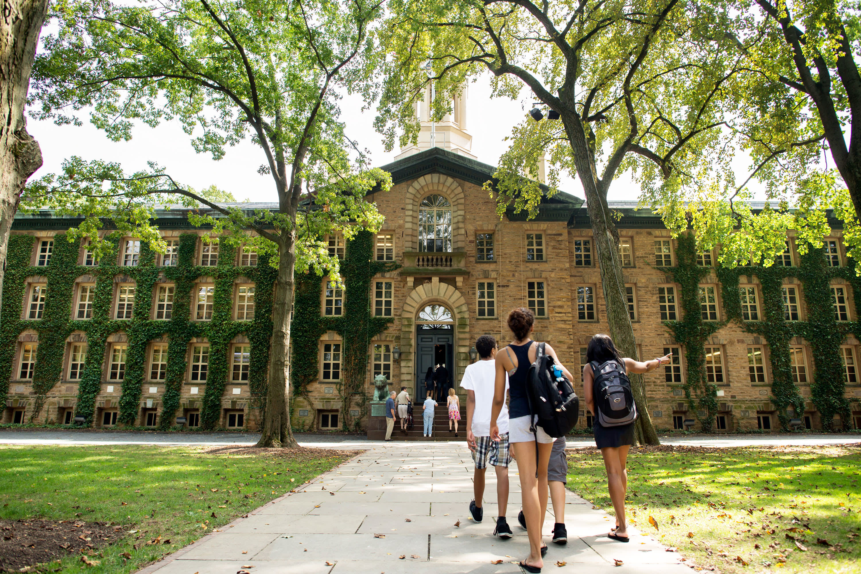 Many college students find themselves in a serious financial crisis