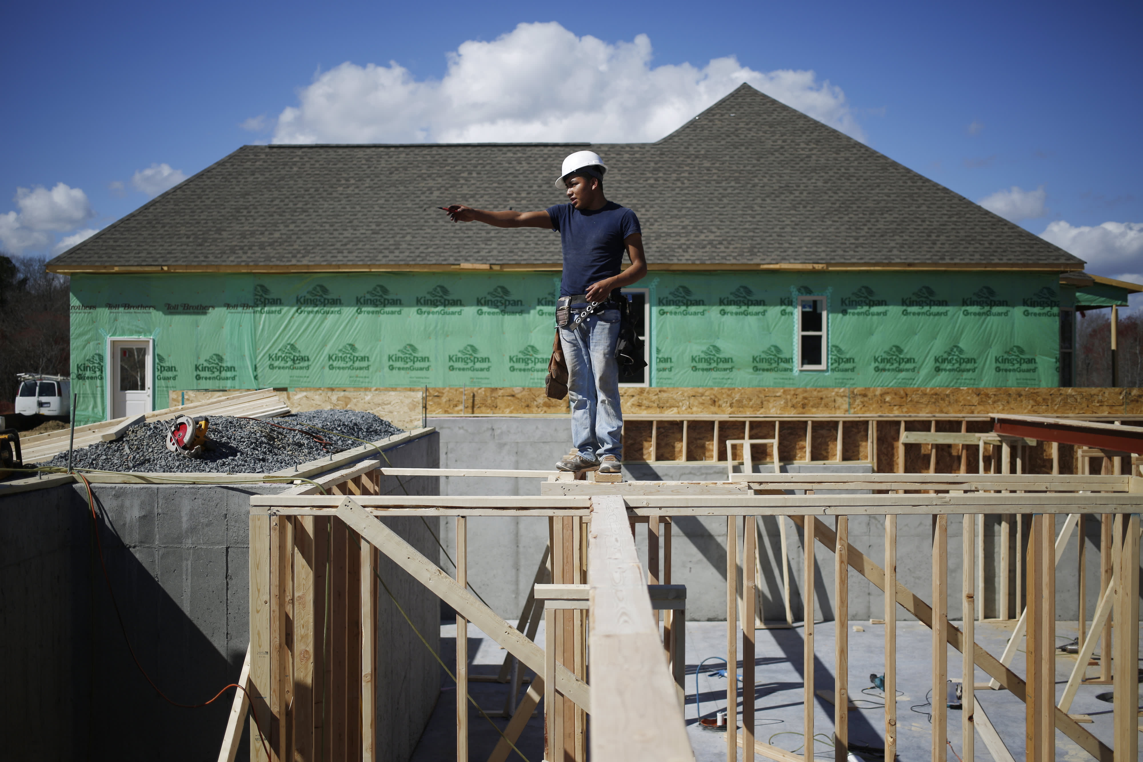 Homebuilder confidence improves, despite record high lumber prices