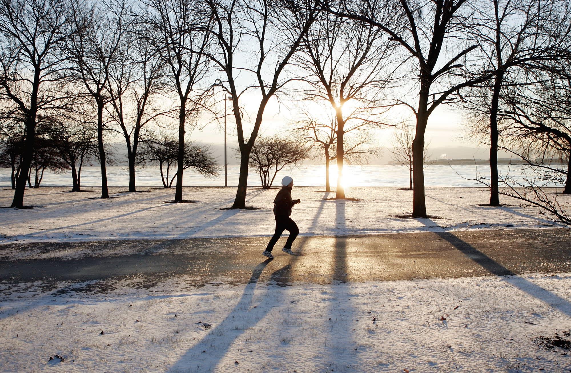 обеспечивает картинка бегущий человек зимой всему, природа