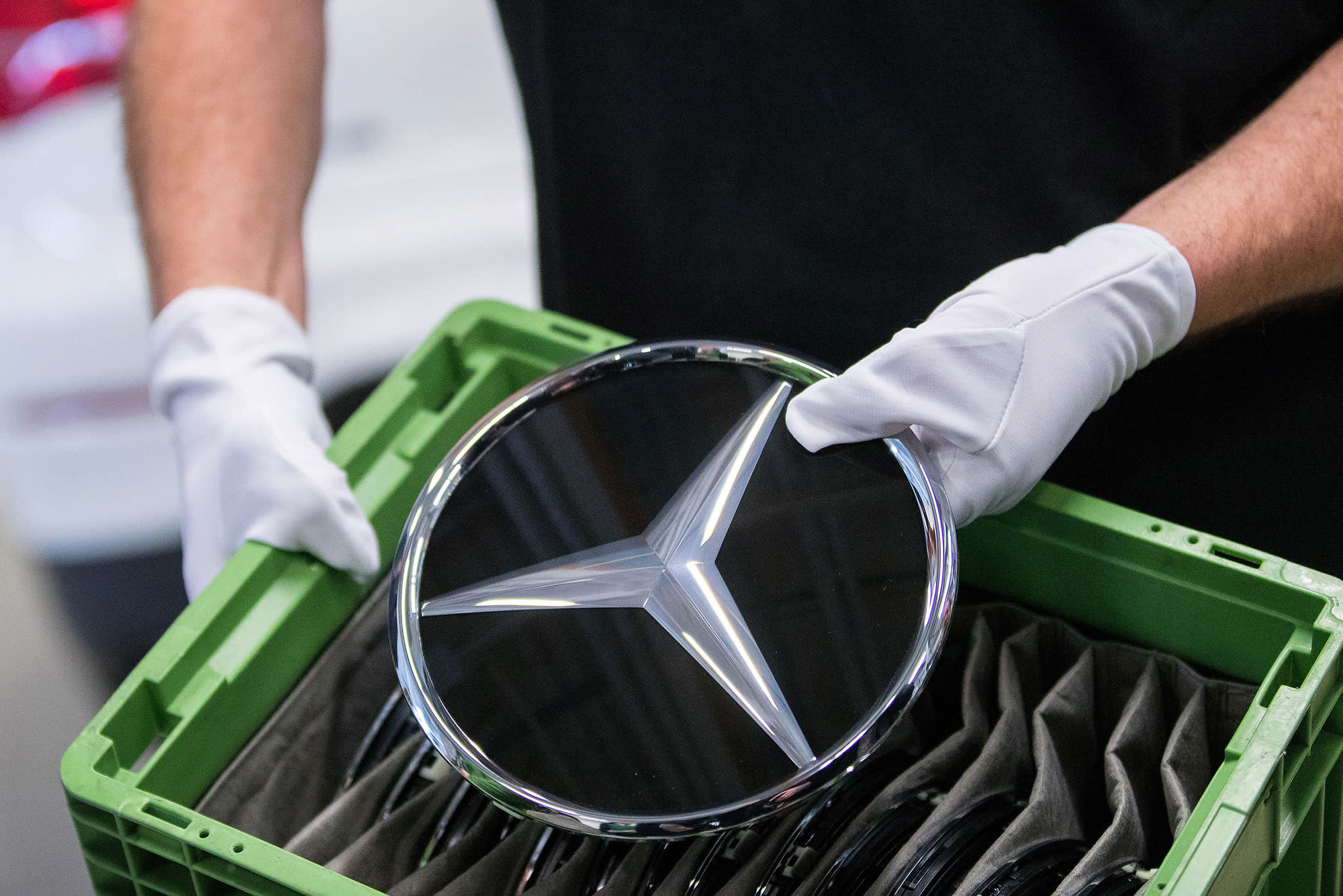 China's Geely buys a $9 billion stake in Daimler, reports