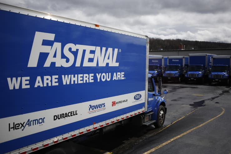 Premium EA: Delivery trucks sit parked at loading docks outside the Fastenal Co. distribution center in Jessup, Pennsylvania