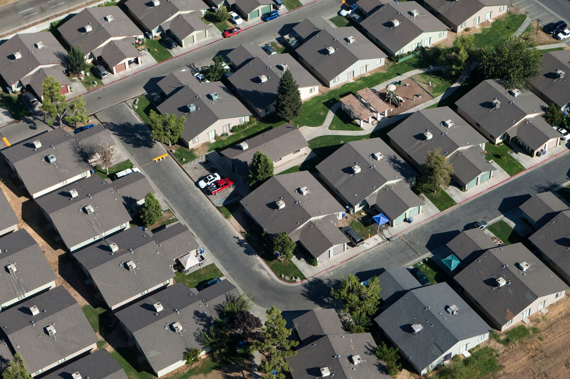 People flee cities to live in suburbs