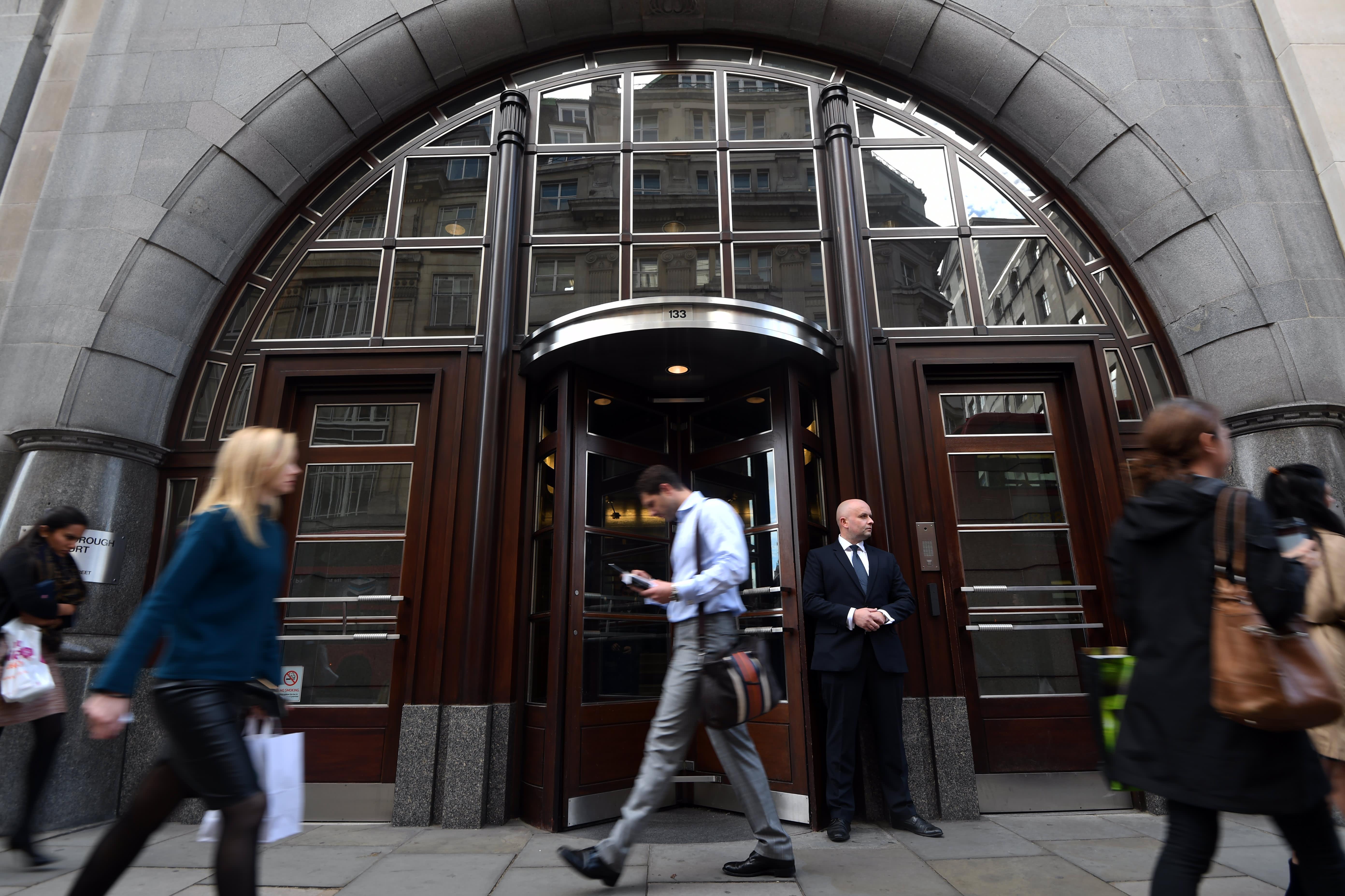 Goldman Sachs stays bullish on the British pound, predicts Brexit deal success