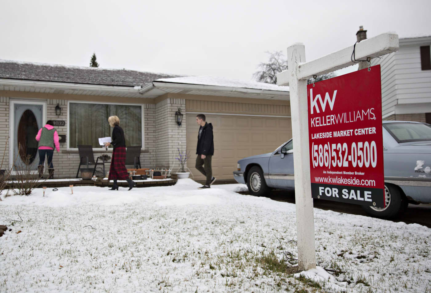 Weekly mortgage applications pull back slightly after strong start to 2020