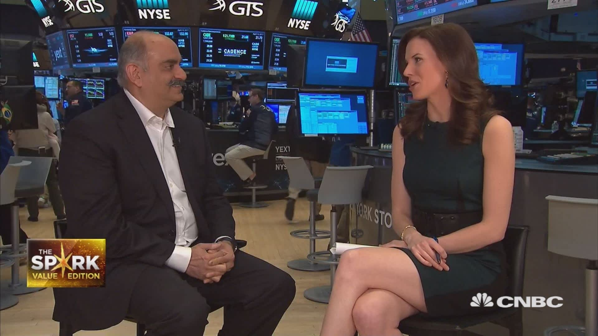 Mohnish Pabrai says buy stocks that 'just gush cash without debt' like Alphabet