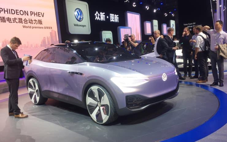 CNBC: Volkswagen I.D. CROZZ Shanghai Auto Show 170418-001