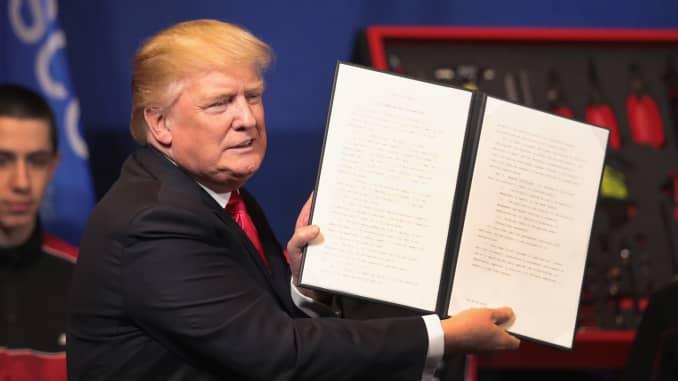 Subs: Donald Trump H-1B Visa executive order 170418-002