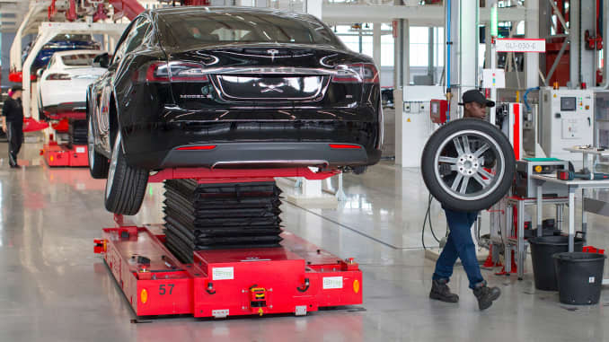 Consumer Reports cuts ratings for Tesla over brake software