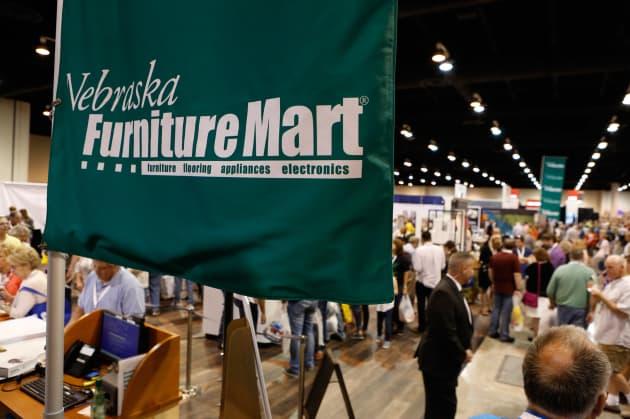Cnbc Berkshire Hathaway Annual Meeting 2017 Nebraska Furniture Mart 170505