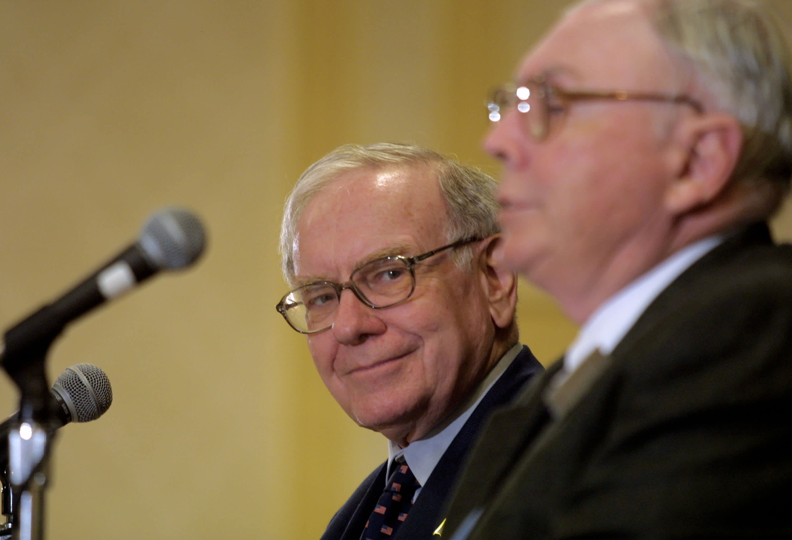 Warren Buffett (L) and Berkshire-Hathaway partner Charlie Munger