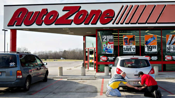 AutoZone, O'Reilly fend off Amazon, Walmart in auto parts