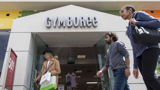 GP: Gymboree store with pedestrians 170525