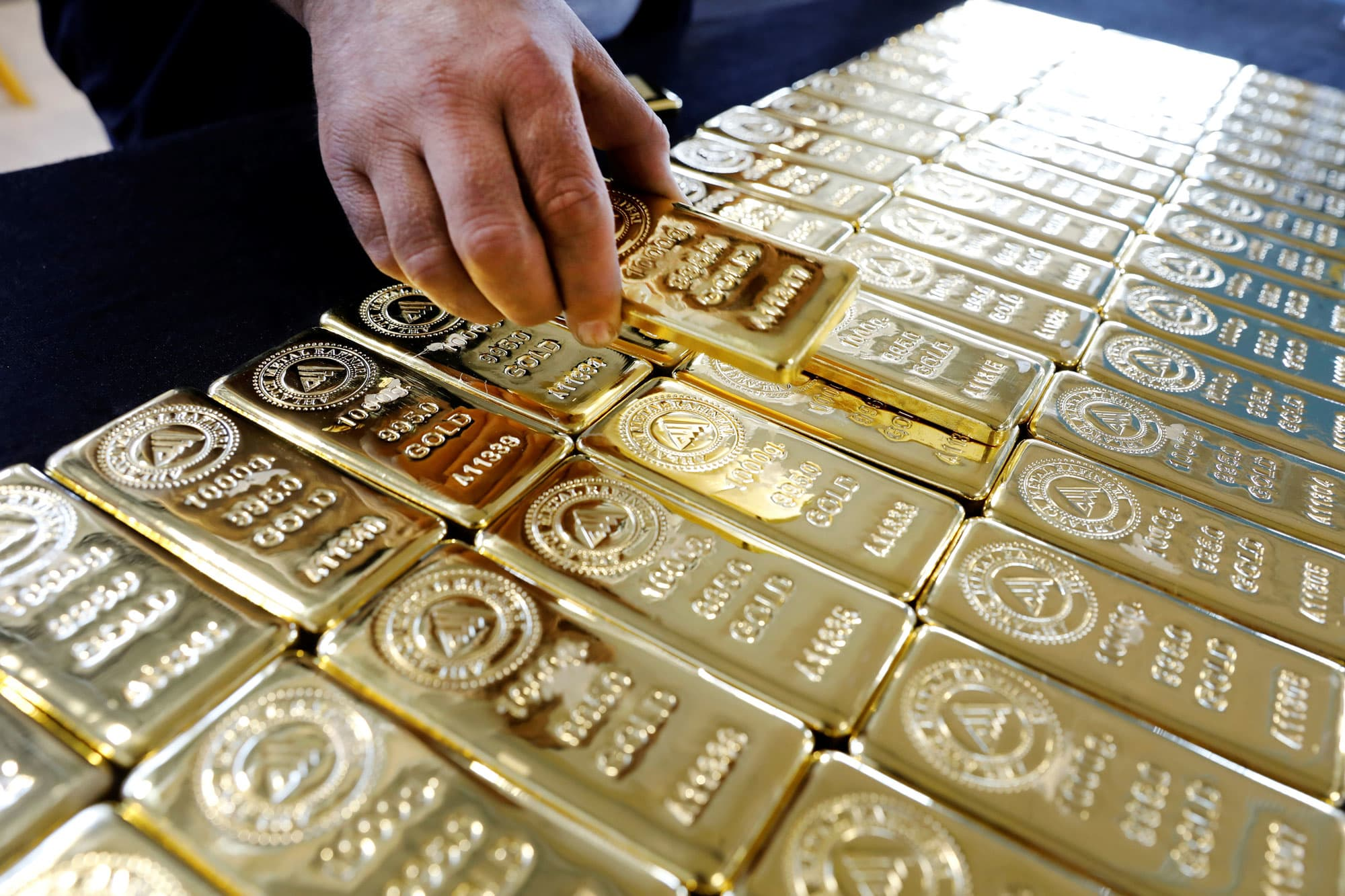 Gold dips slightly on profit booking, US-China trade optimism