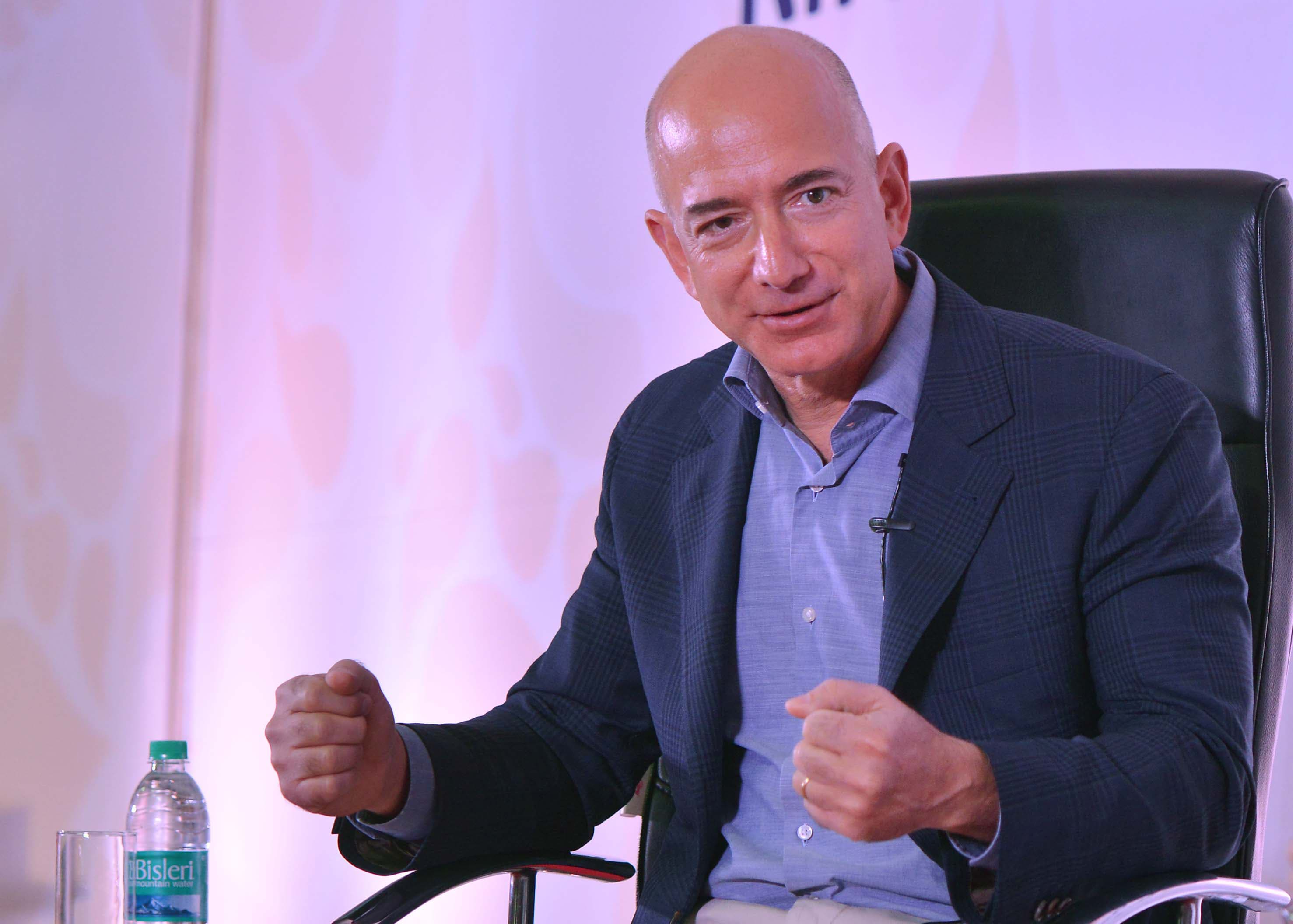 Amazon's talks with JP Morgan may build on services to the