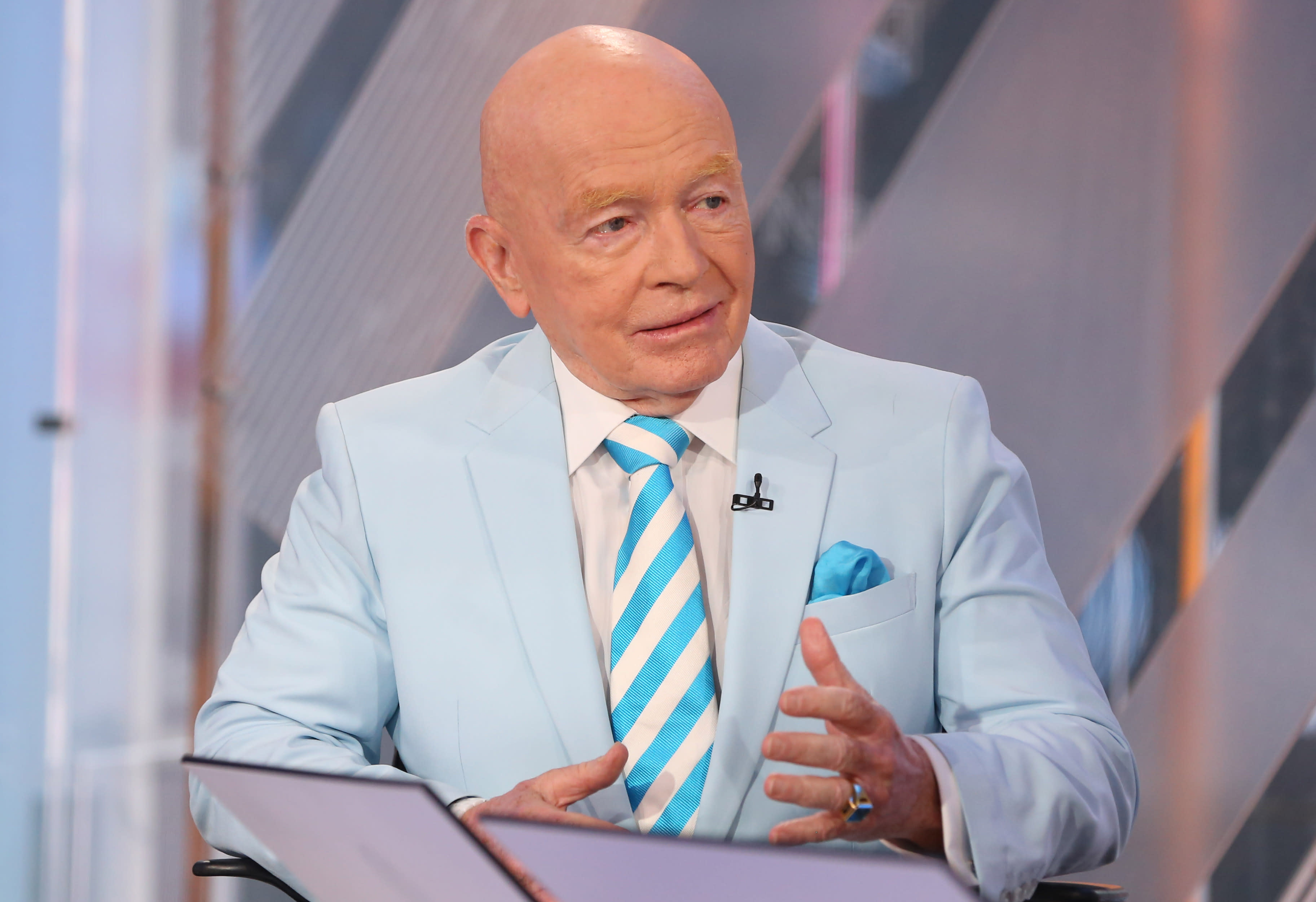 Mark Mobius agrees with Cooperman that a 25% market drop is possible if Warren elected