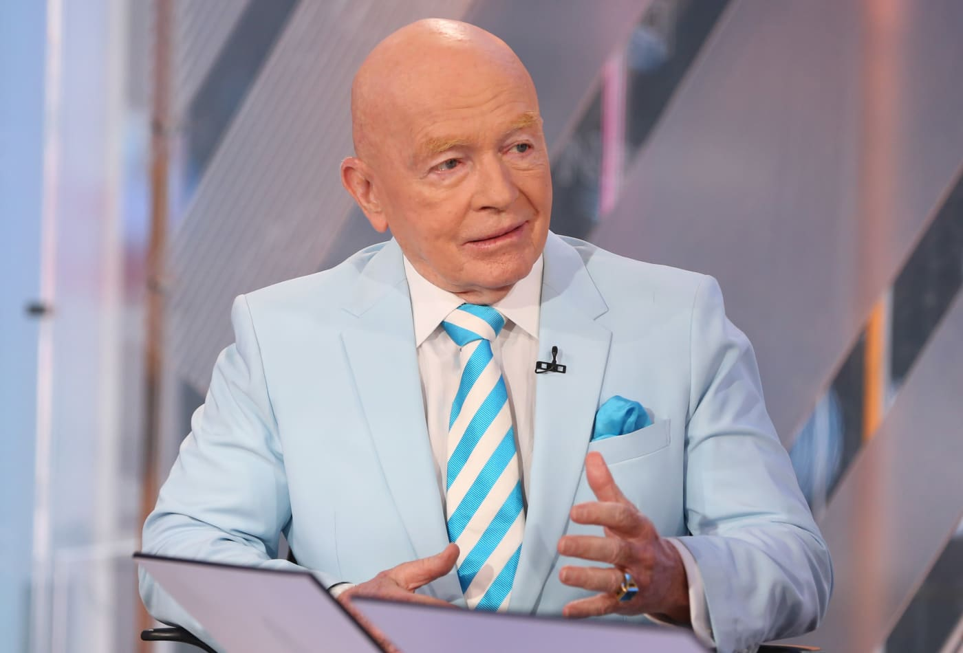 Mark Mobius says investors should look to emerging markets — virus impact will be 'temporary'