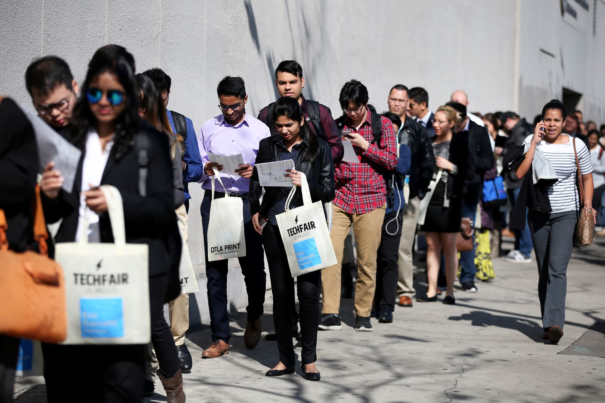 US weekly jobless claims drop to seven-month low