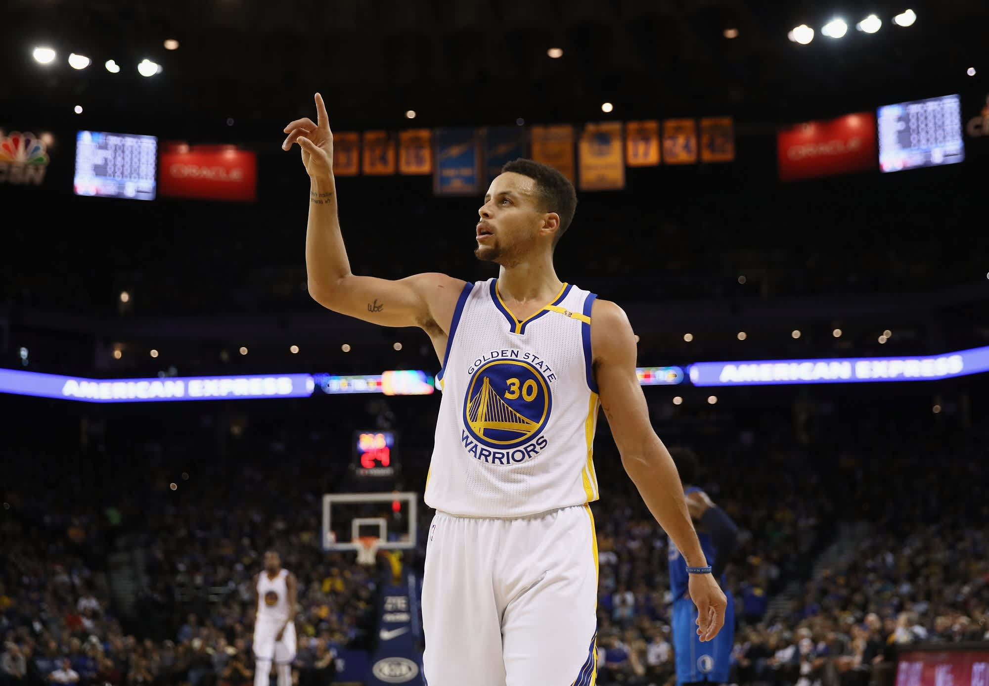 7be0ebec0 Steph Curry s money outlook helped him score a  200 million contract