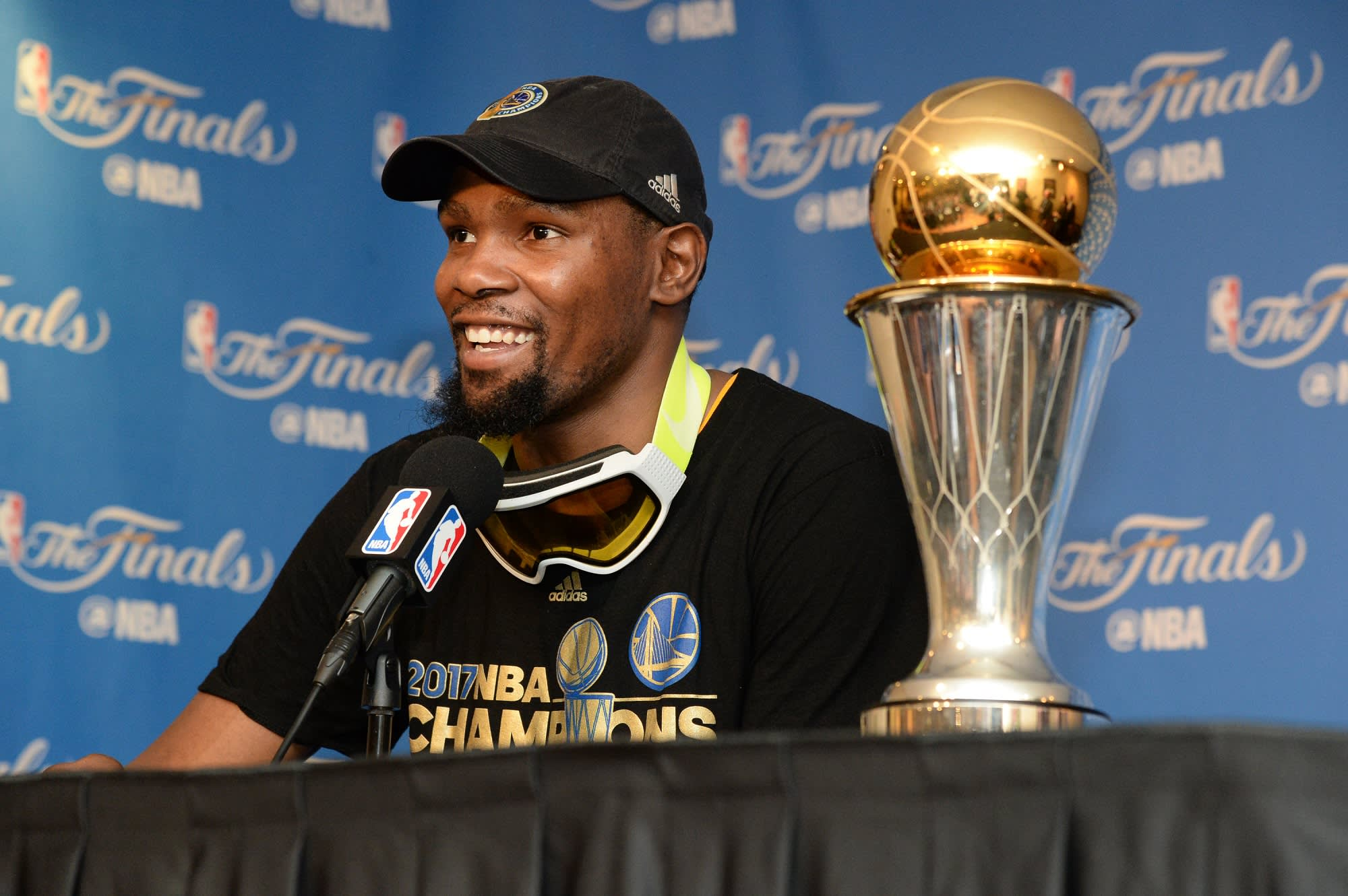 separation shoes f18b8 43354 Kevin Durant s  10 million pay cut is an investment in lasting success