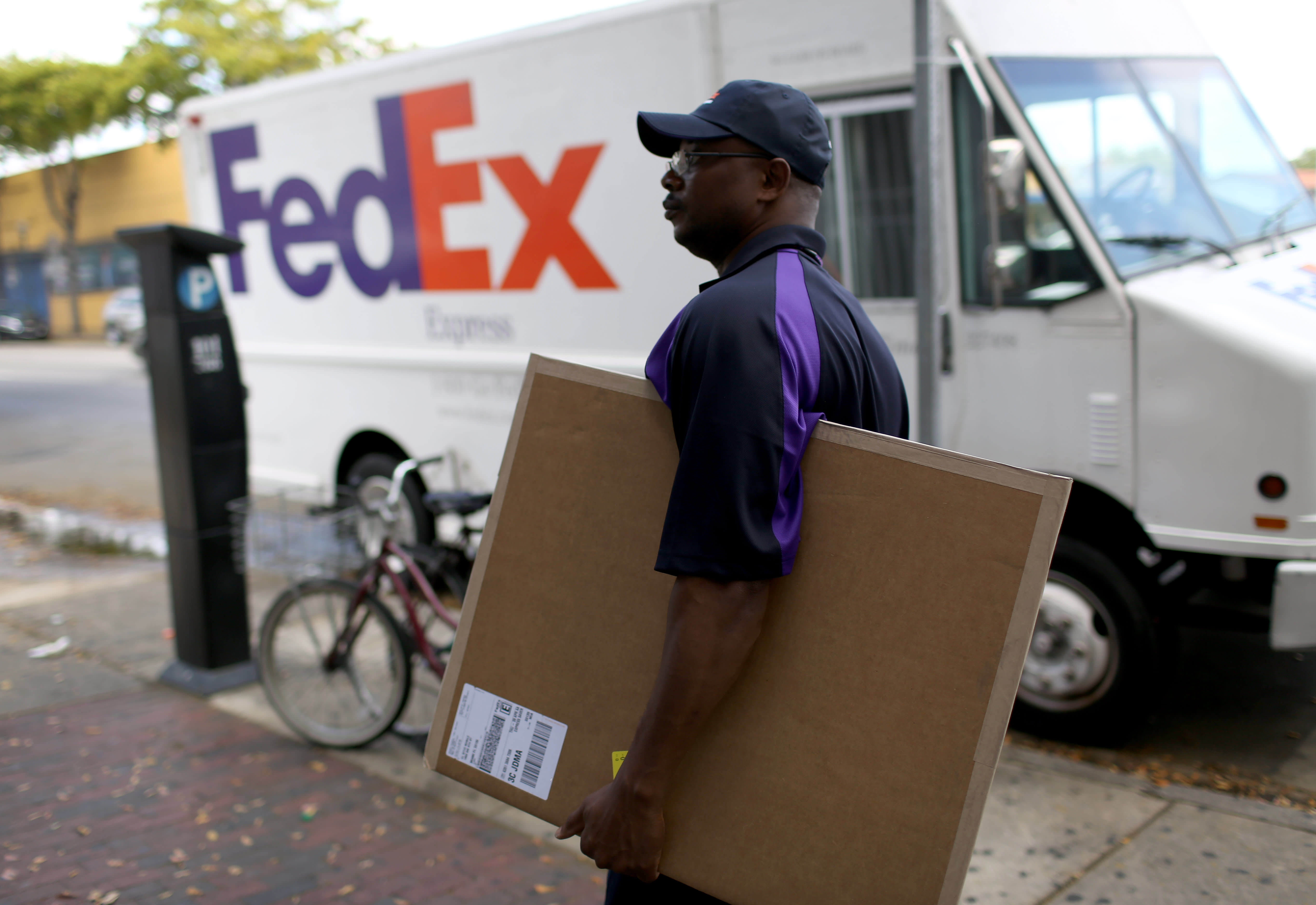 FedEx's threat: Rivals Amazon and Uber aim to slash its business
