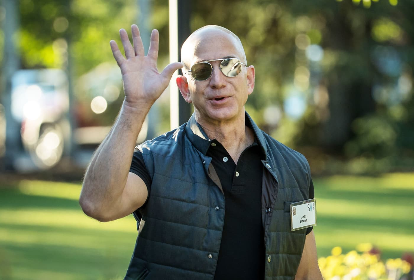 Amazon just passed Alphabet to become the world's second most valuable company