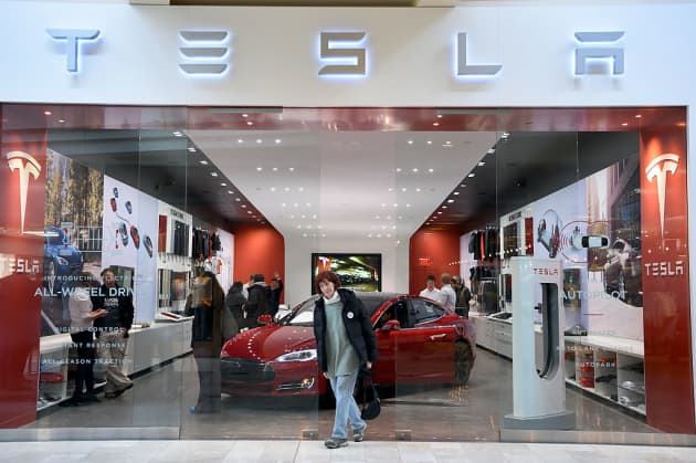 Tesla Online Sales Gives Customers What They Want No Car Salesman