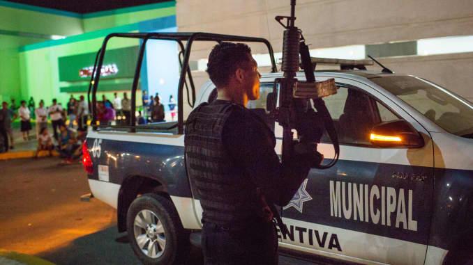 Cancun crime wave threatens tourist mecca
