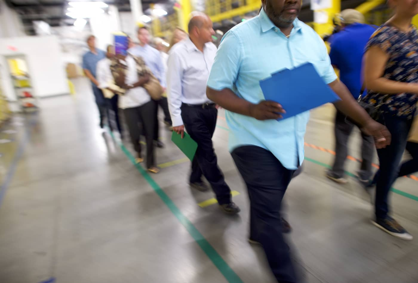 US weekly jobless claims rise slightly, while mid-Atlantic factory activity accelerates