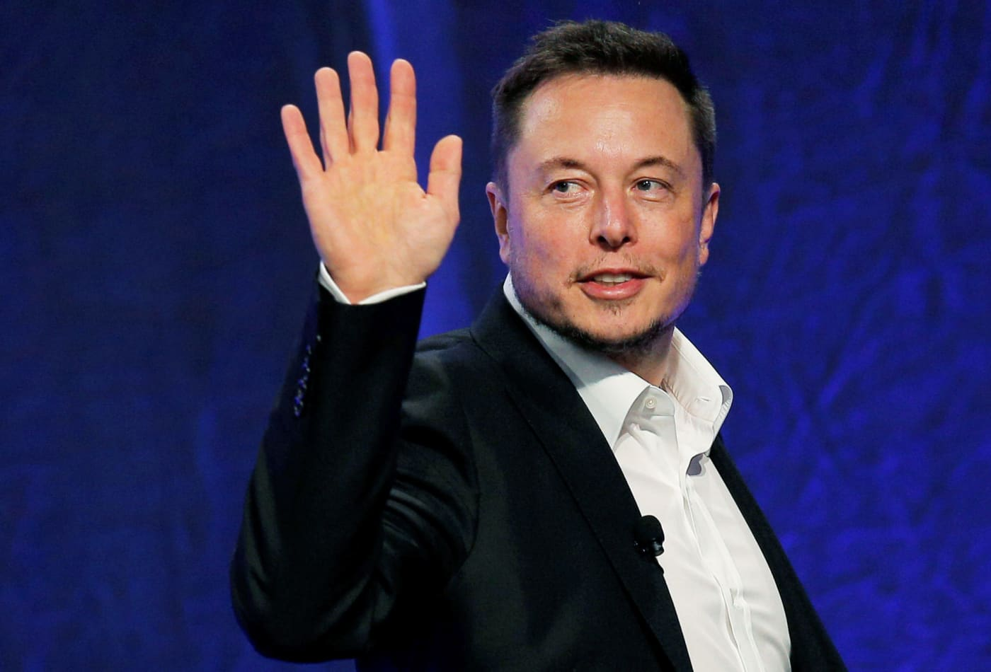 Tesla reaches $100 billion market cap, setting Elon Musk up for a huge payday