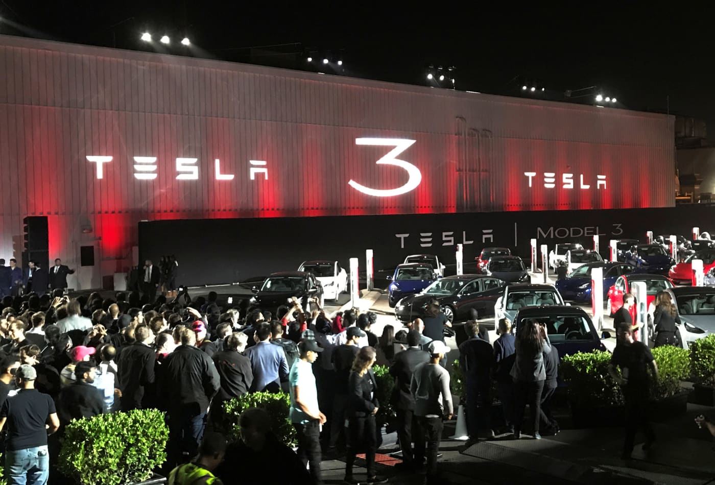 Tesla battery production is the real bottleneck, not Model 3 production, analyst says