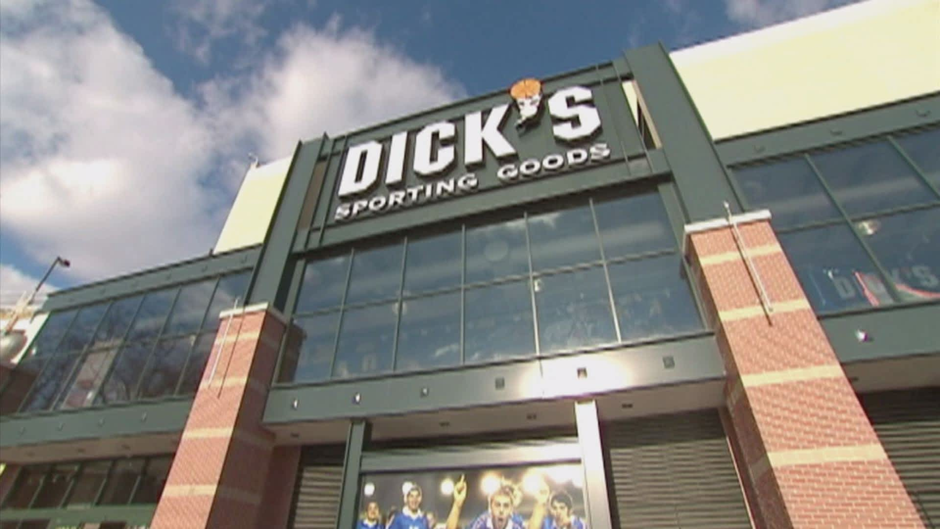 best loved 6a617 57e56 Dick's Sporting Goods shares crater on disappointing sales, poor outlook  for 2017