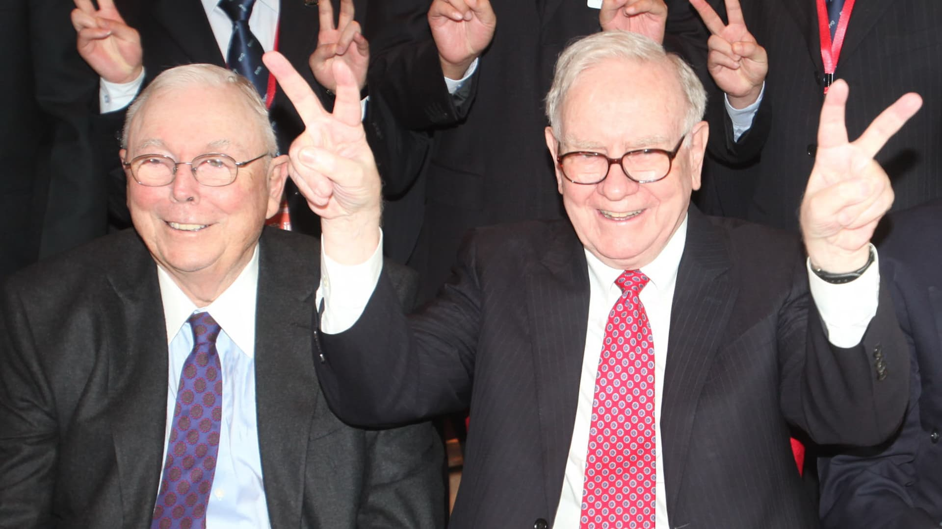 Warren Buffett's partner Charlie Munger shares his advice for living a rich  and successful life