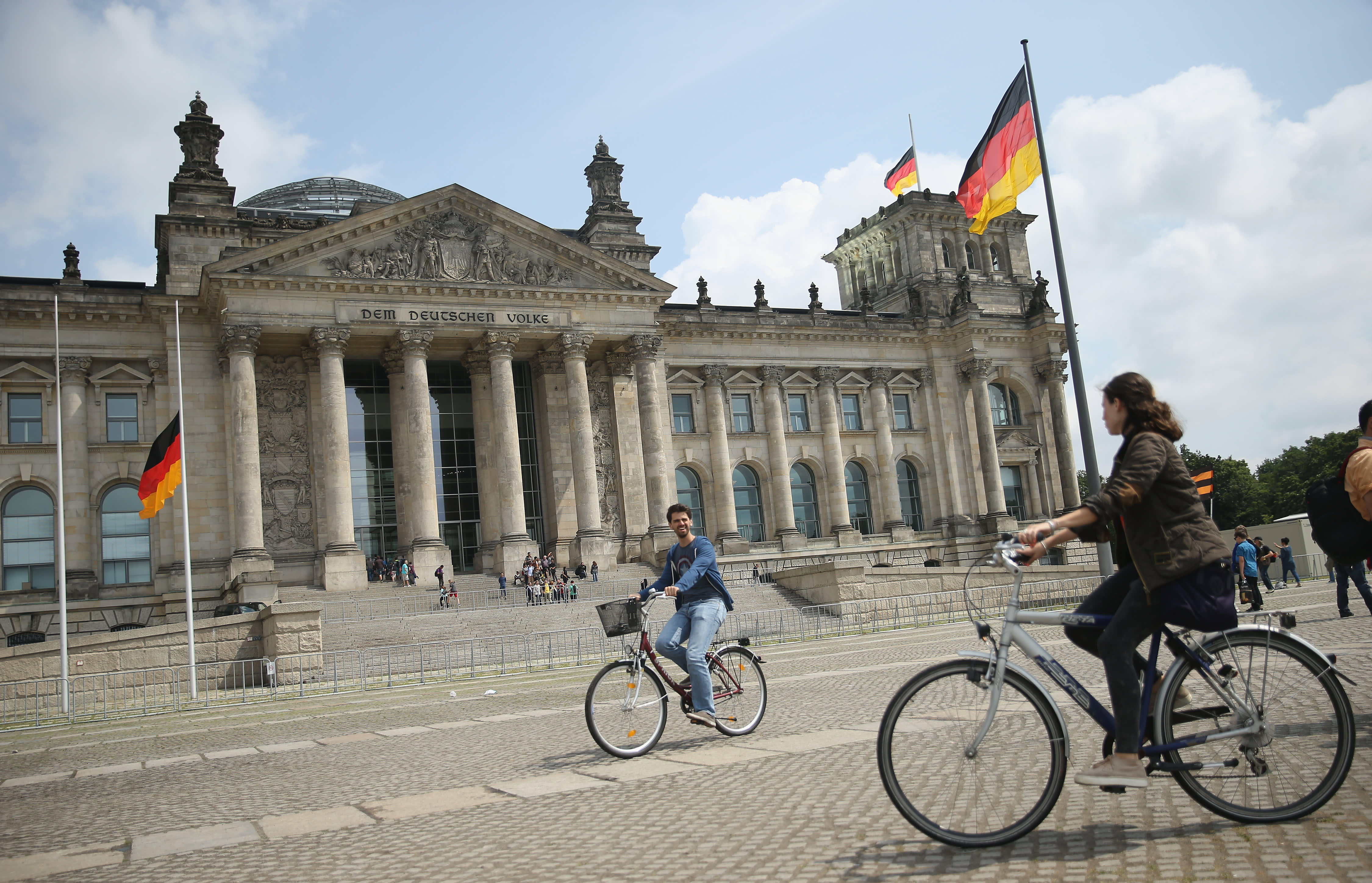 Germany returns to growth in Q1, helped by construction, consumption