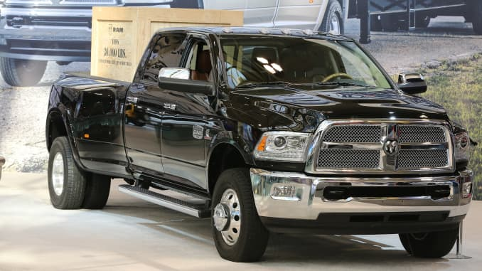 Dodge Ram Trucks >> Fiat Chrysler Recalling Nearly 500 000 Ram Pickup Trucks For